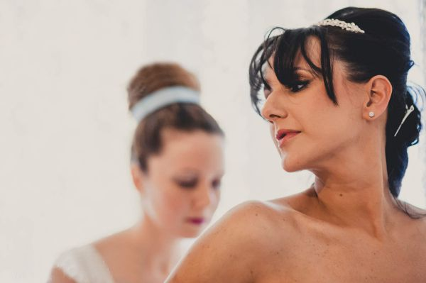 vestire la sposa al matrimonio